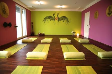 fotogalerie via yoga. Black Bedroom Furniture Sets. Home Design Ideas